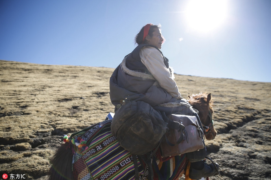 Doctor travels by horse to treat Tibetan villagers for 24 years