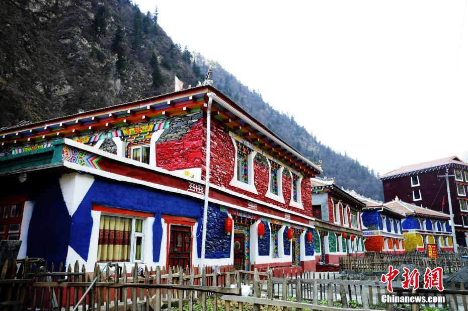 Colorful Tibetan-style residences in Sichuan