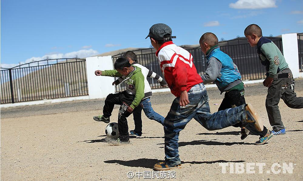 Soccer delights Tibetan children