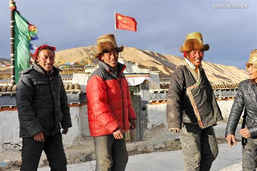 "Villagers gather to dance ""Guozhuang"" to celebrate Tibetan New Year"