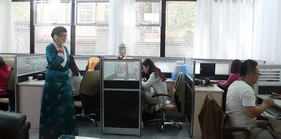 Unser Team ist im Büro in Tibet.
