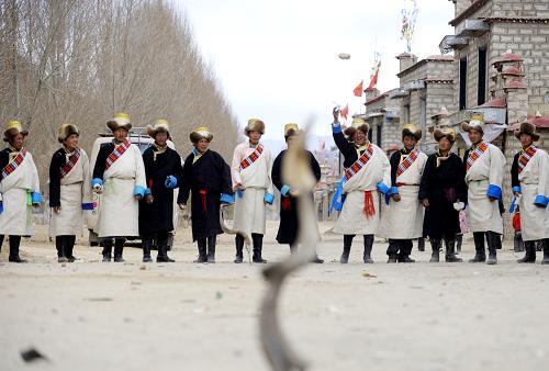 Traditional sport adds fun to Tibetan New Year