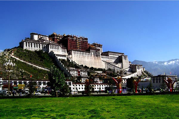 Tibet's listed stocks exceed region's GDP in value