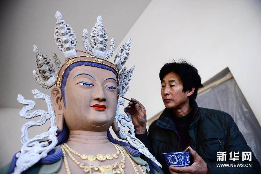Tibetan farmers get rich by inheriting crafts tradition