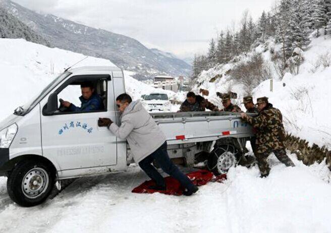 Severe blizzard crippled part of Sichuan-Tibet highway