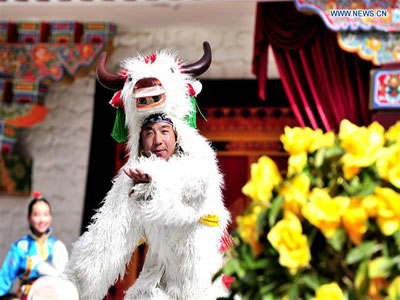 Artists perform at Tibetan New Year gala in Lhasa
