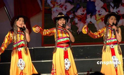 Private schools attempt to keep Tibetan language alive