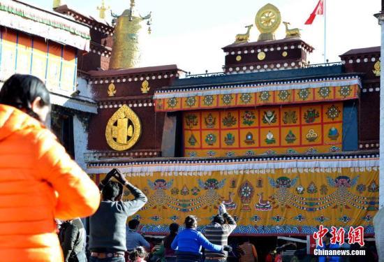 """Tibetan New Year's """"mascots"""""""