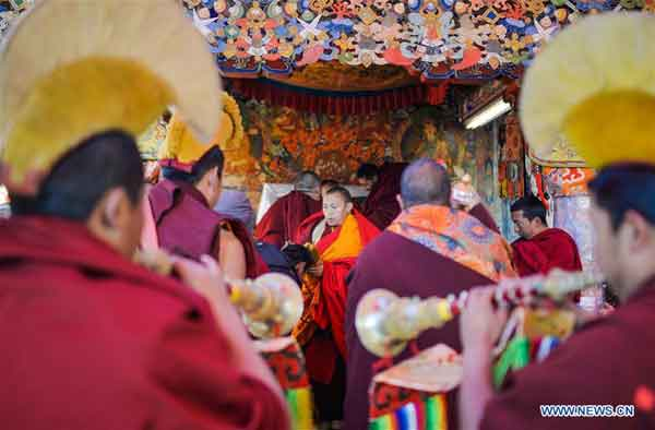 Tibetan Buddhists receive blessings ahead of Losar
