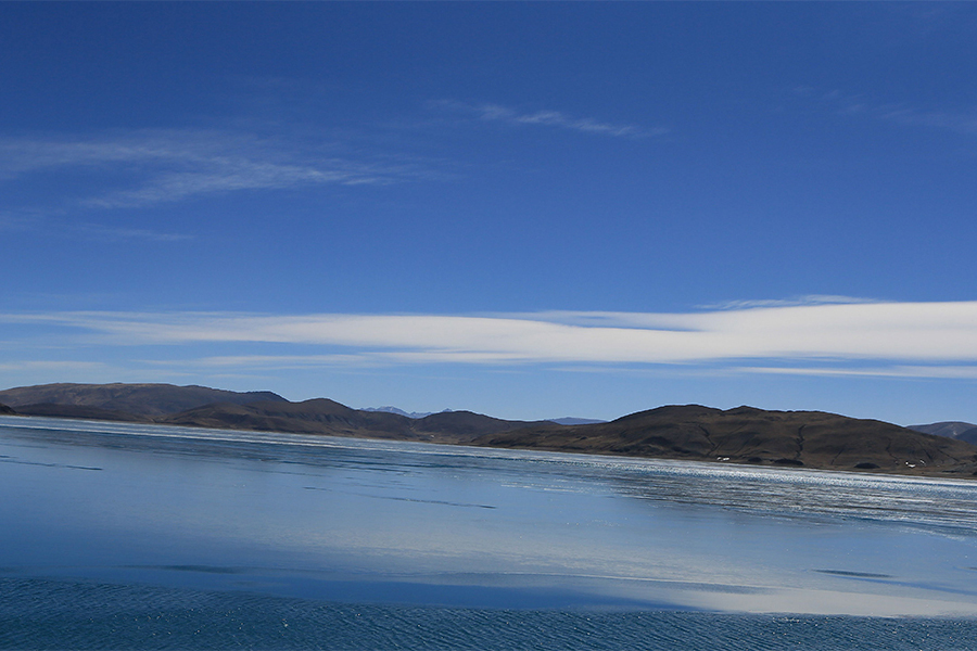 圣湖也要过春节,羊湖的冰化啦