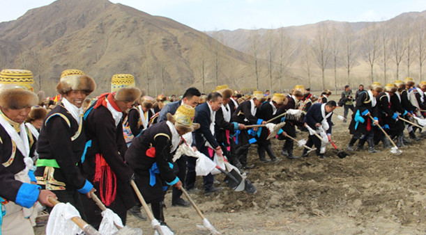 Lhoka feiert Beginn der Feldbestellung