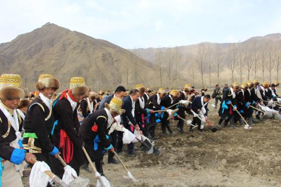 Lhoka feiert Beginn der Feldbestellung 3