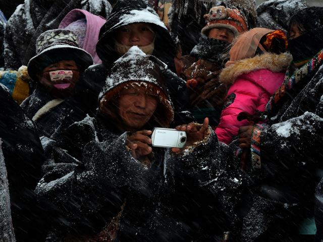 也有交汇,算是民族大融合.   有雪的阿坝高原,闭紧眼睛,想自己的