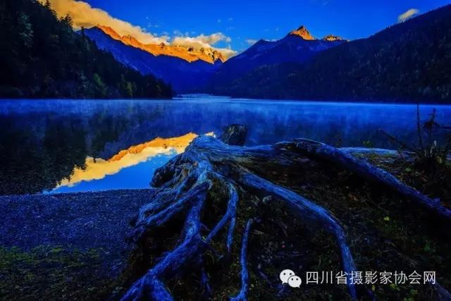 """圣洁甘孜·秘境九龙 """" 猎塔湖杯摄影大赛颁奖典礼在成都举办"""
