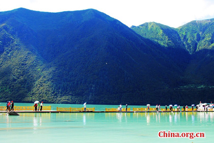 Picturesque scenery of Basum-tso Lake in Tibet