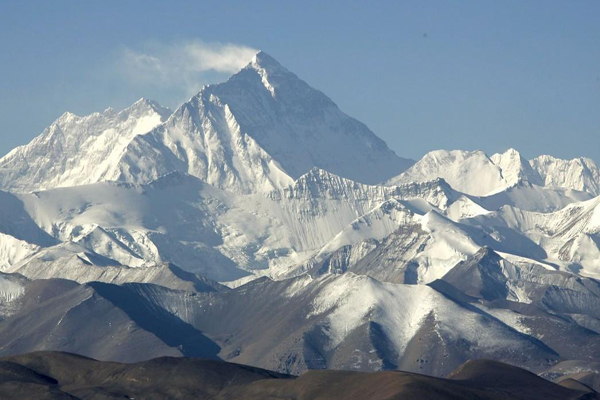 Mt. Qomolangma scenic spot to resume peak-season price next month