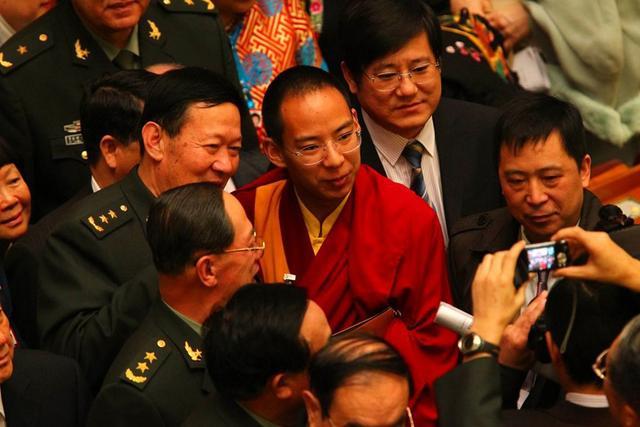 Enth&uuml;llung der Gardestufe des 11. <font color=#FF0000>Penchen Lama</font>