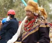 领略藏东民族服饰的美