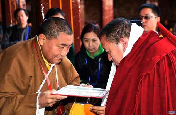 11 monks obtain highest academic degree of Tibetan Buddhism