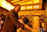 西藏布达拉宫可移动文物普查:精细到每一根丝线组织