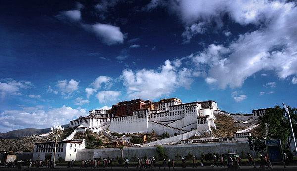 Potala Palace to resume peak season ticket price