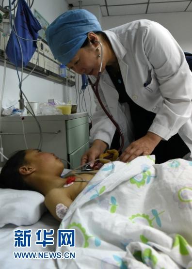 Kinder mit angeborenen Herzkrankheiten aus Tibet in Beijing operiert 2