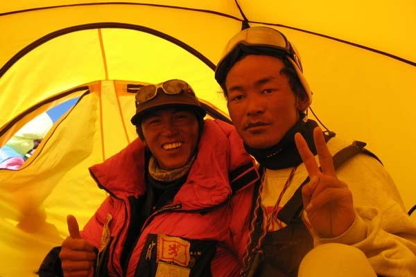 Hiking season starts on Mt. Qomolangma: Is it worth spending 400 thousand?