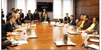 Tibet delegation meets Pelosi on Hill