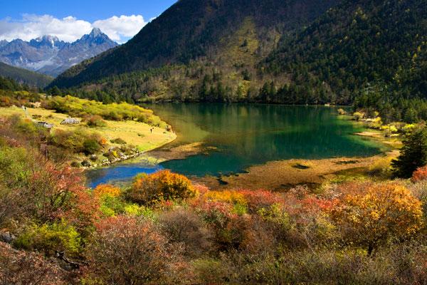 木格措(又名:康定情歌风景区)是国家aaaa级旅游景区