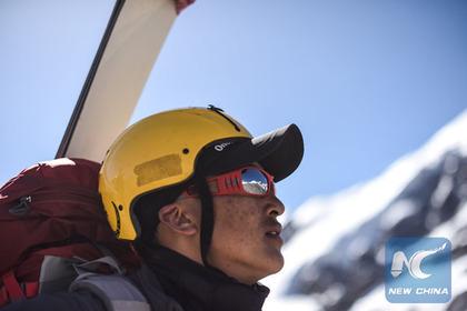 Chinese mountaineers hone their survival skills