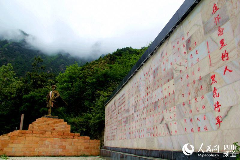 羌寨阿坝黑虎茂县的烟花帕:述说背景的白布视频服饰历史图片