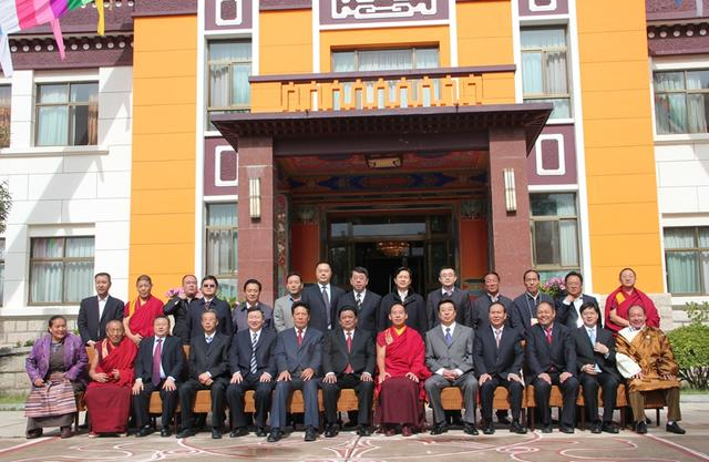 The Panchen Lama invites high-ranking monks to learn Tibet via WeChat