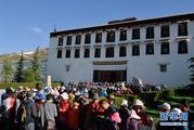 西藏旅游旺季来临 布达拉宫购票须预约