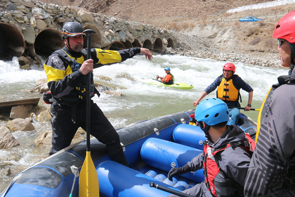 Rafting event offers quake-hit Yushu chance to make splash