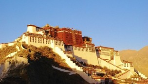 Lhasa passes a law to protect ancient villages