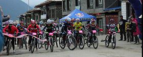 雪山下的山地越野自行车赛:速度与激情