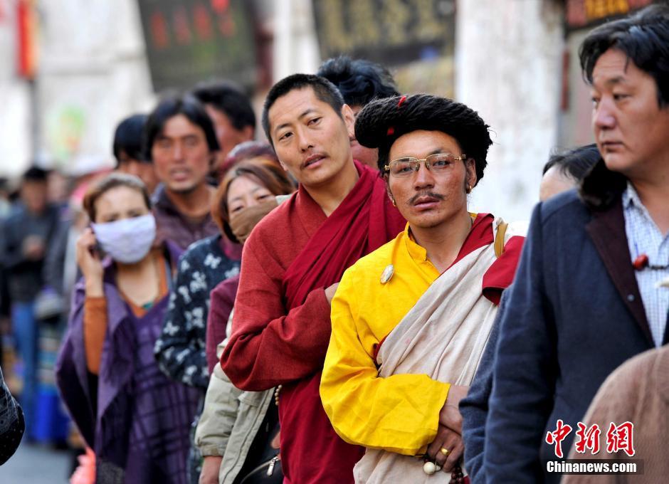 """西藏迎来""""萨嘎达瓦""""节"""