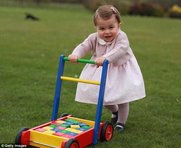 Welche Geburtstagsgeschenke bekommt Prinzessin Charlotte 2