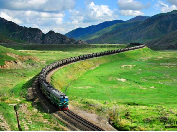 Qinghai-Tibet Railway in 10 years: Rising capacity, record number of passengers