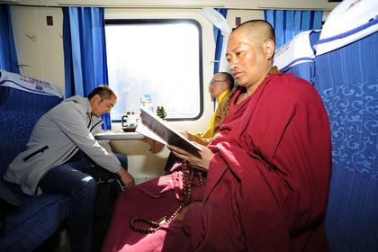 Travelling on the Qinghai-Tibet railway