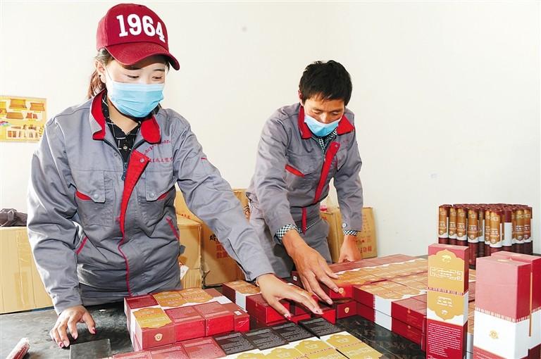 Kreis Qusum produziert tibetische Räucherstäbchen zum Wohl der Bevölkerung