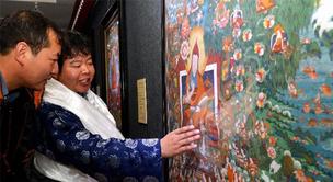 Tibetische kunstgewerbliche Produkte ausgestellt
