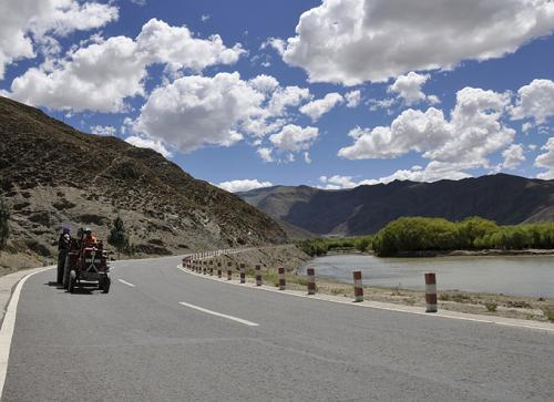 Tibet invests 900 million yuan for road construction