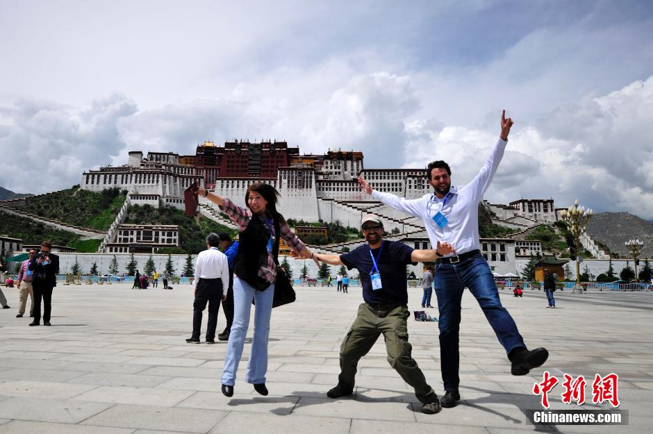 International visitors: One look at Tibet is worth a thousand words
