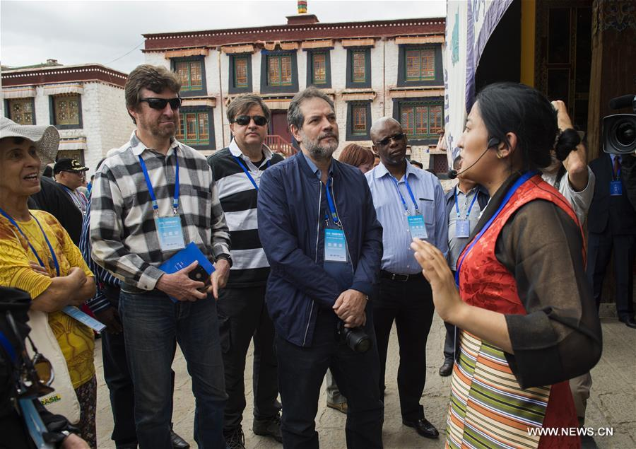 Foreign experts have tourist trip in Shannan, China's Tibet