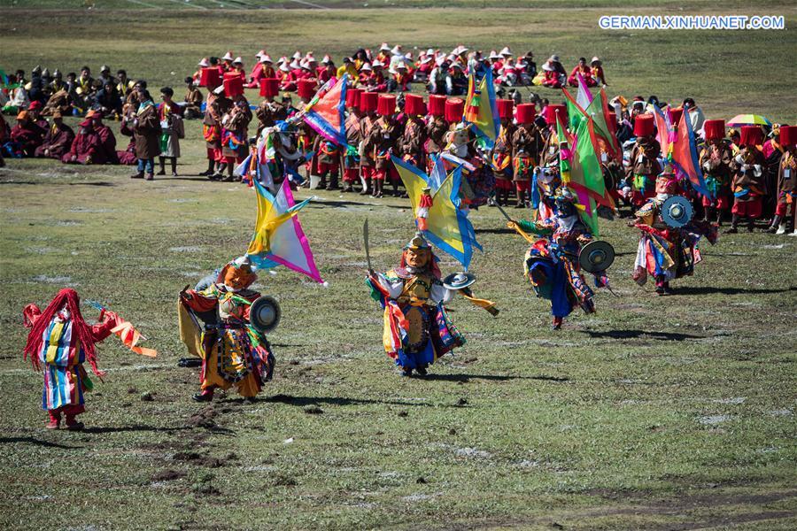 Zelt-Festival in Shiqu