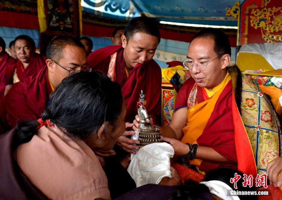 Penchen Lama ist in Nagqu zu Besuch