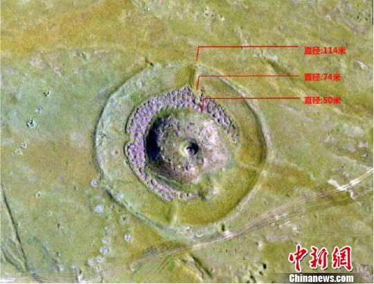 Großer Steinaltar aus der Bronzezeit in Xinjiang entdeckt