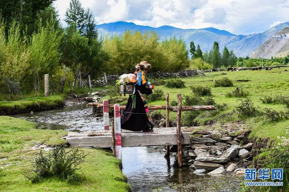 Tibetan farmers celebrate Ongkor Festival