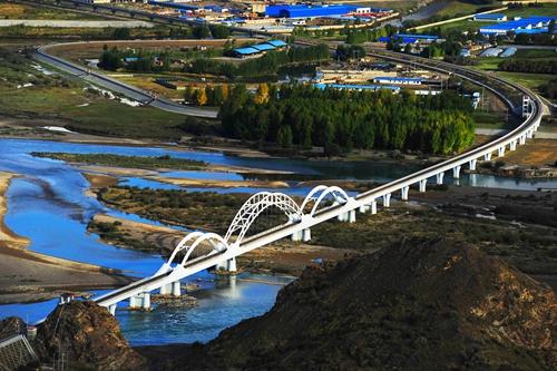青藏铁路_人与自然 和谐共生_中国西藏网